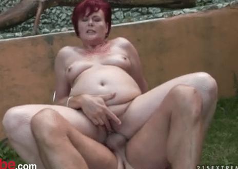 oraal.Beffen Jochie neukt sexy MILF