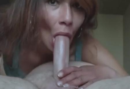 huisvrouw ontvangt sperma zuigen