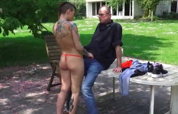 buitenseks Geile neukseks in de pornobioscoop