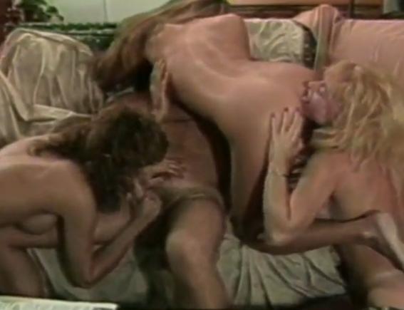 het spuiten van Nina Hartley lesbiennes in liefde Videos