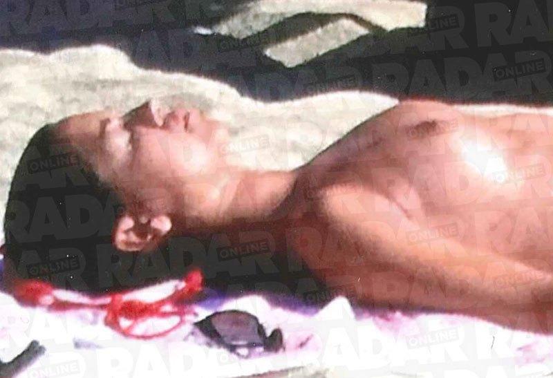 Meghan Markle topless