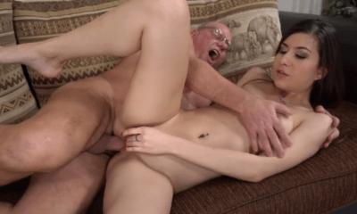 Big Cock VS jonge